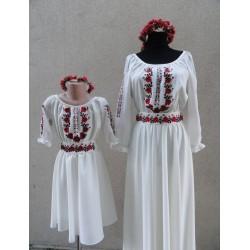 7 Trandafiri pentru fetiță crem- Rochiță Națională Moldovenească